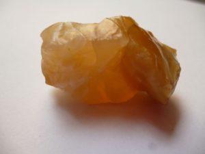 Opalo comun anaranjado