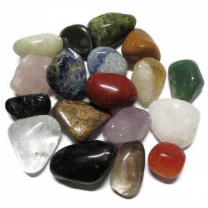 Joyas con varios minerales