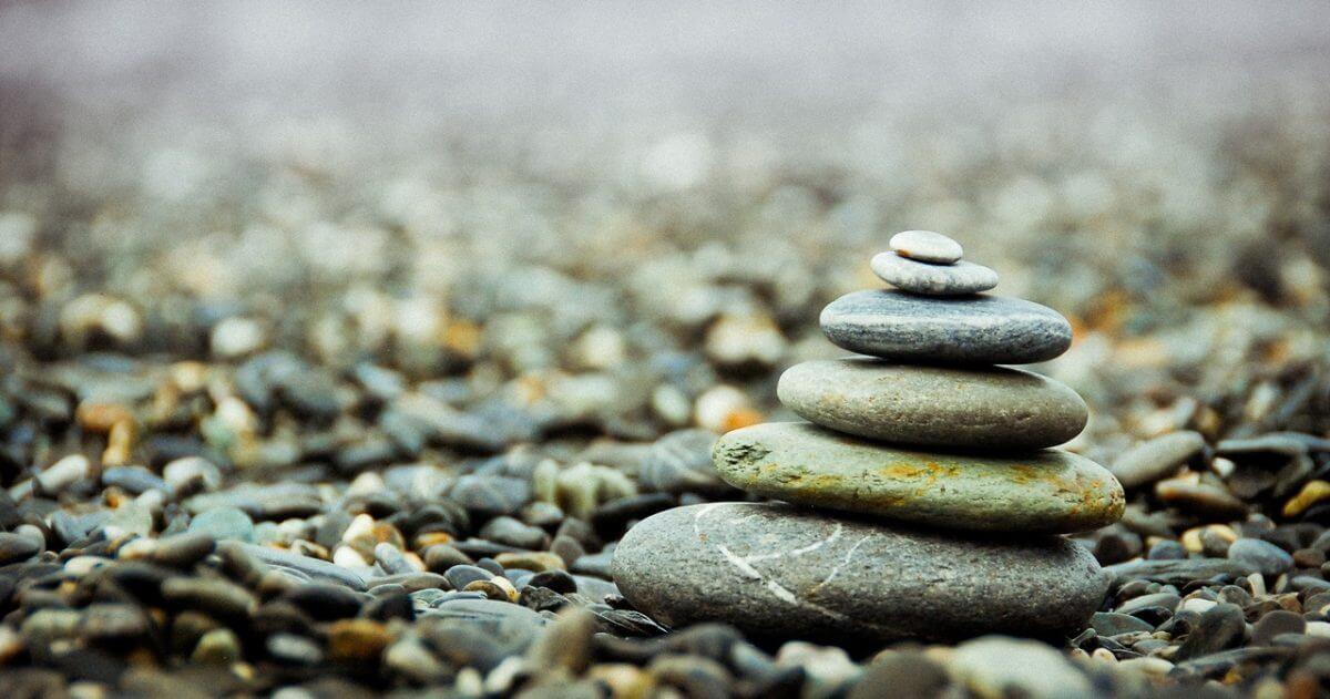 Tierra hechicera - Manualidades con Piedras de rio sencillas