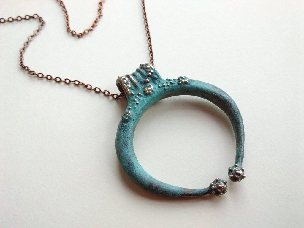 Colgante lunula romana amuleto
