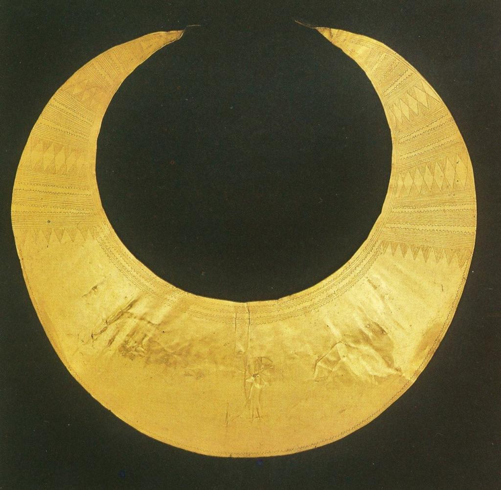 pectoral lunula celta